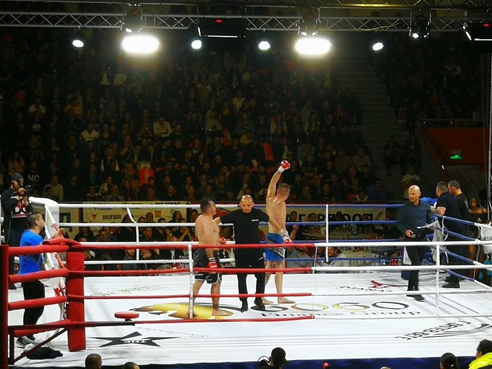 Радослав Карашев се върна към победите с нокаут над грък