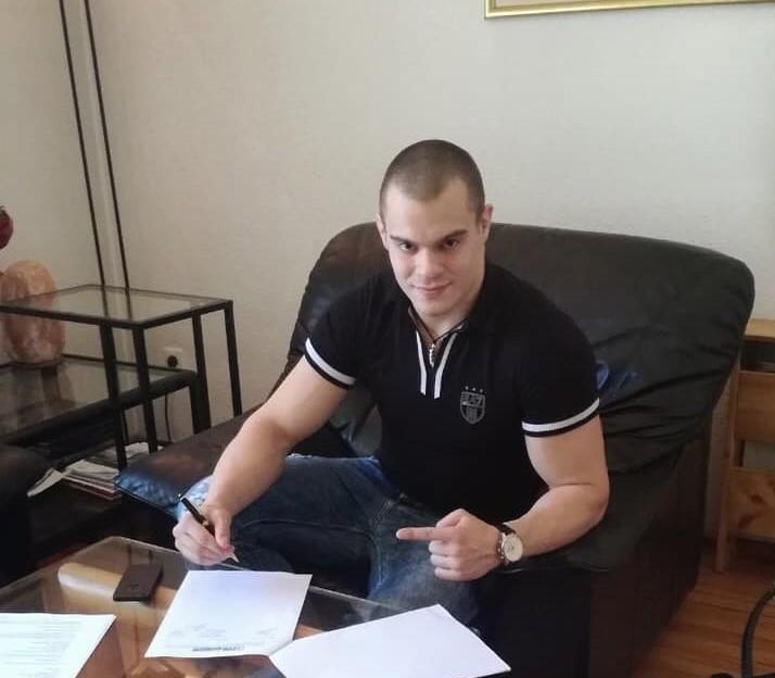 Живко Стоименов подписа с германска ММА верига