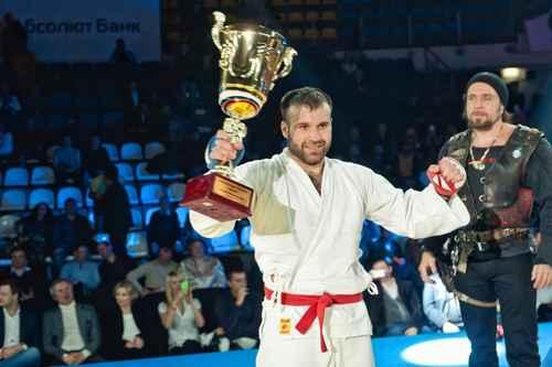 Непобеден руснак изгърмя с допинг преди дебюта си в UFC