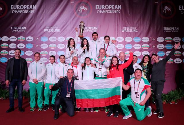 Българските медалистки от европейското по борба: Не можем една без друга
