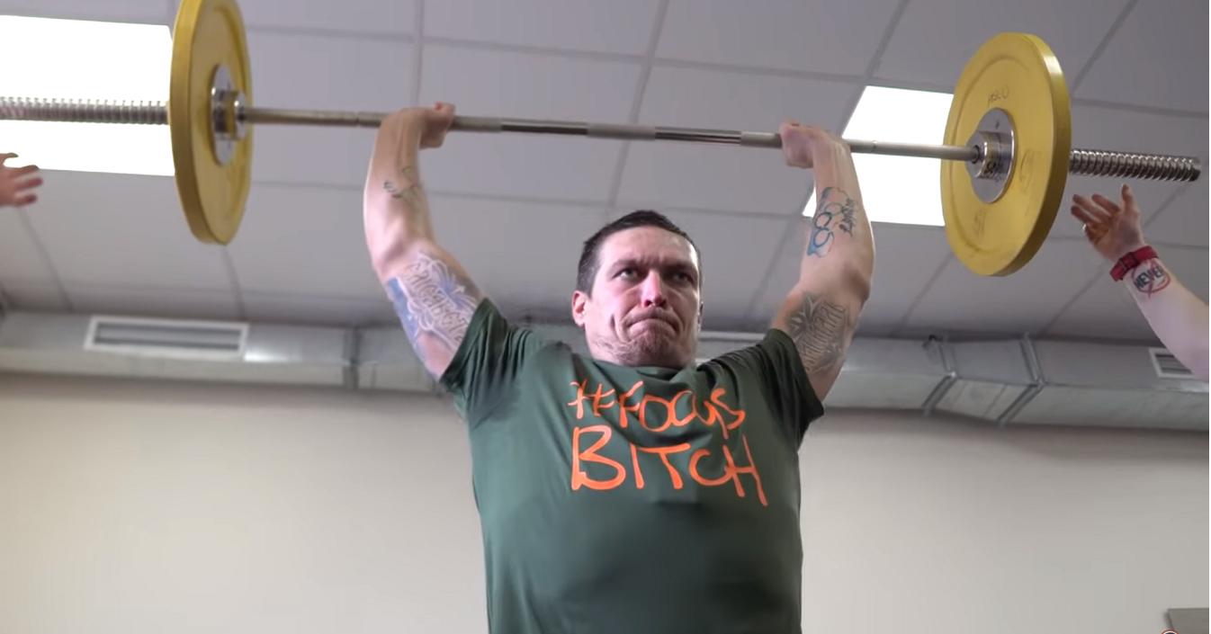 Усик се готви за Такам с вдигане на тежести (ВИДЕО)