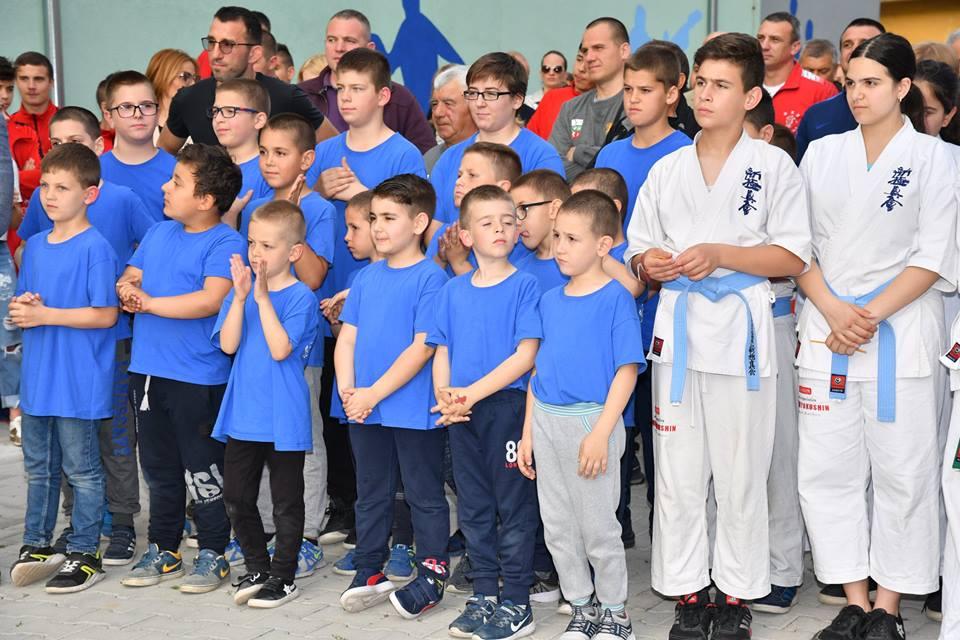 """Спортна зала """"Серафим Бързаков"""" отвори врати в Петрич"""