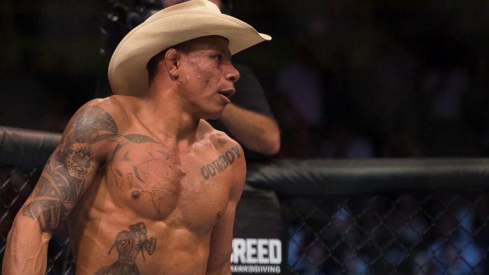 Алекс Оливейра обратно в клетката на UFC 254