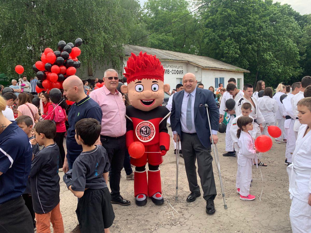 Министър Кралев присъства на юбилея на ОСК Локомотив София