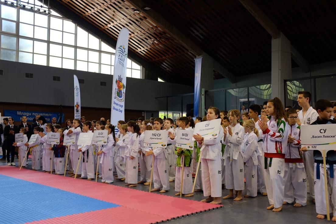На 400 таекуондисти на първото градско първенство в София