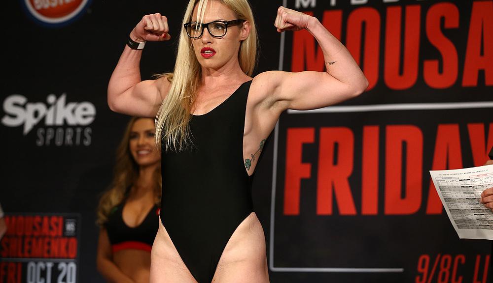 Непобедената боксьорка Харди се завръща в ММА