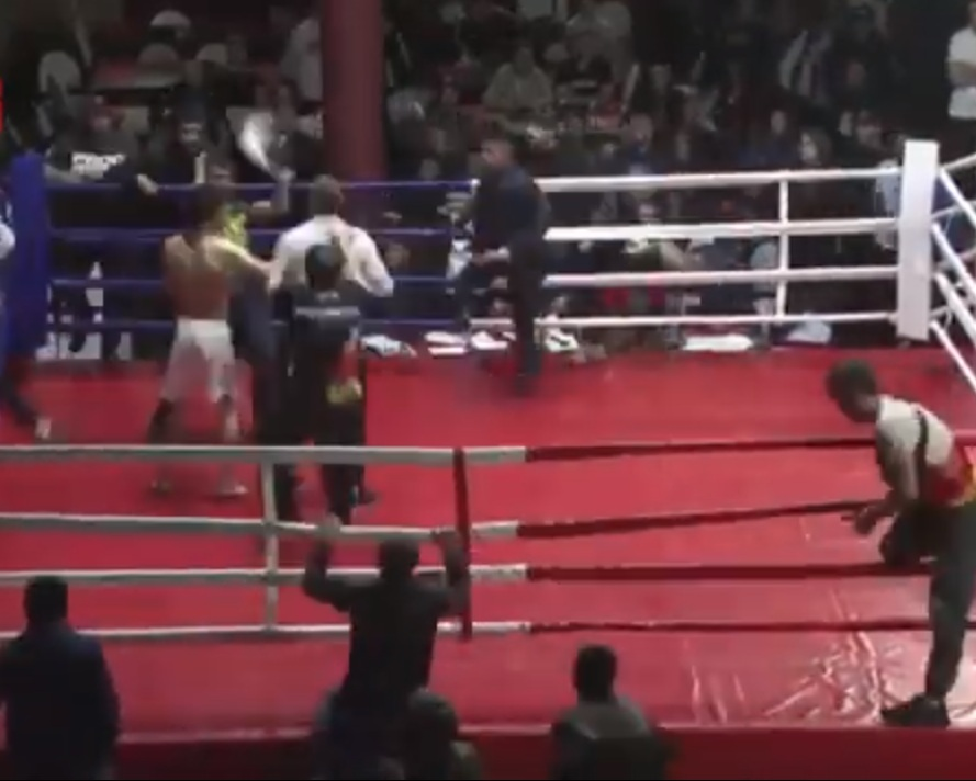 Бойци скочиха да бият съдия