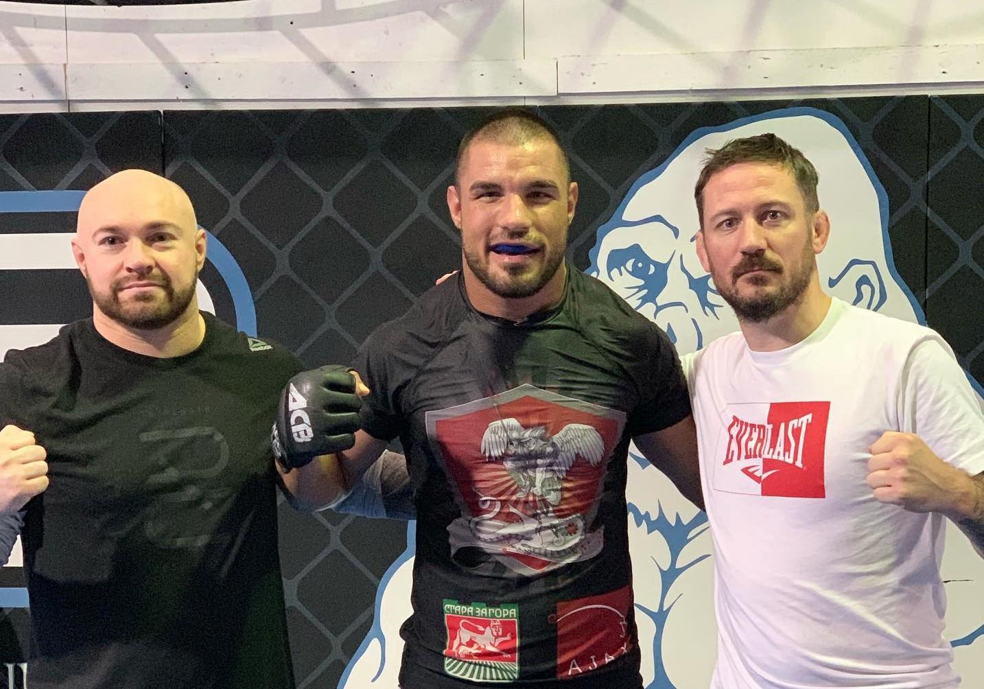 Георги Валентинов се подготвя с треньора на Конър Макгрегър