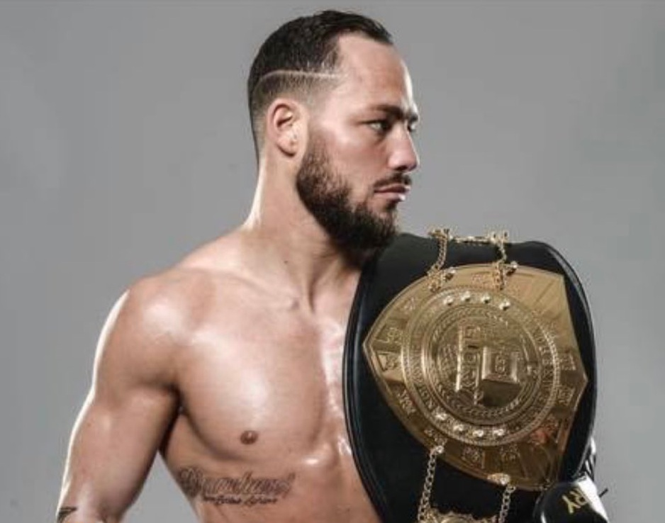 Двукратен шампион от GLORY атакува милион в Белатор