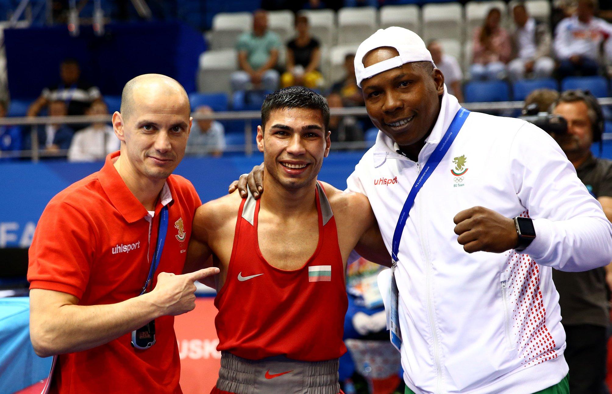 Даниел Асенов оцеля в инфарктен мач и ще спори за златото