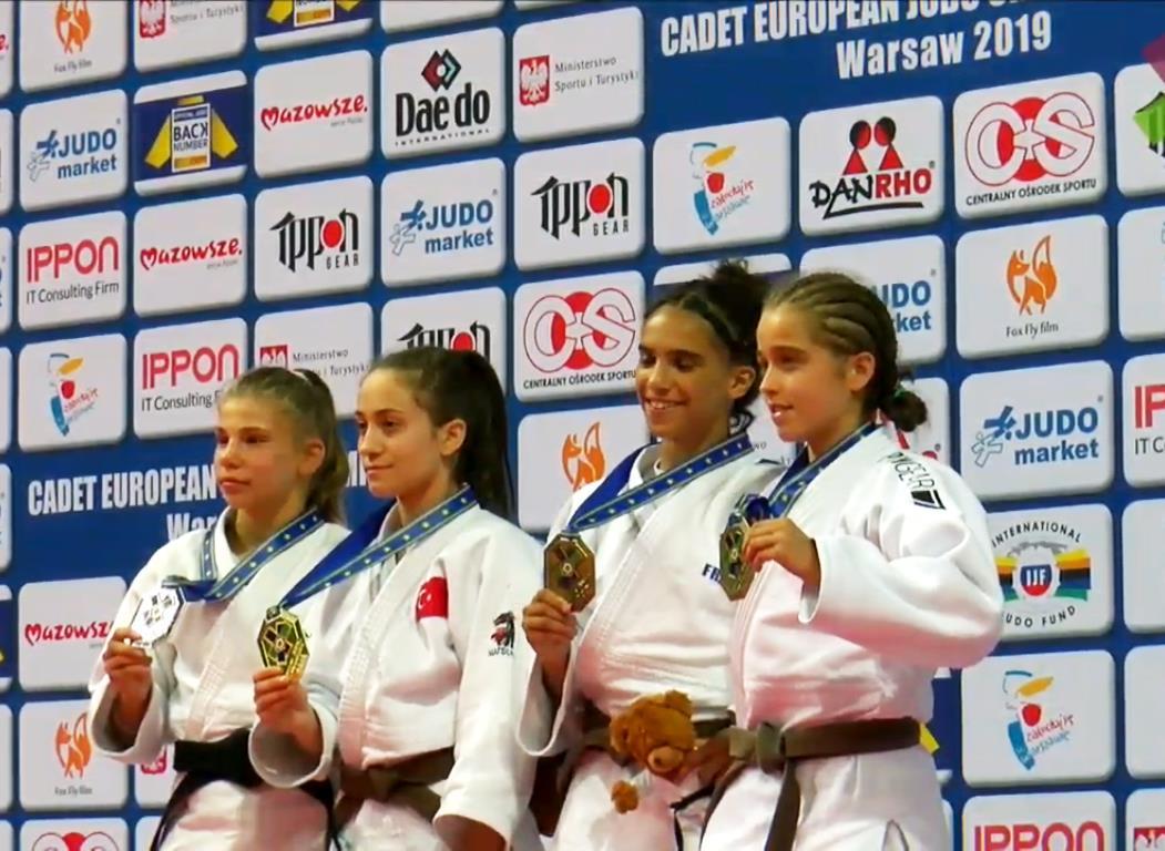 Родна джудистка грабна сребро на Европейското първенство за кадети