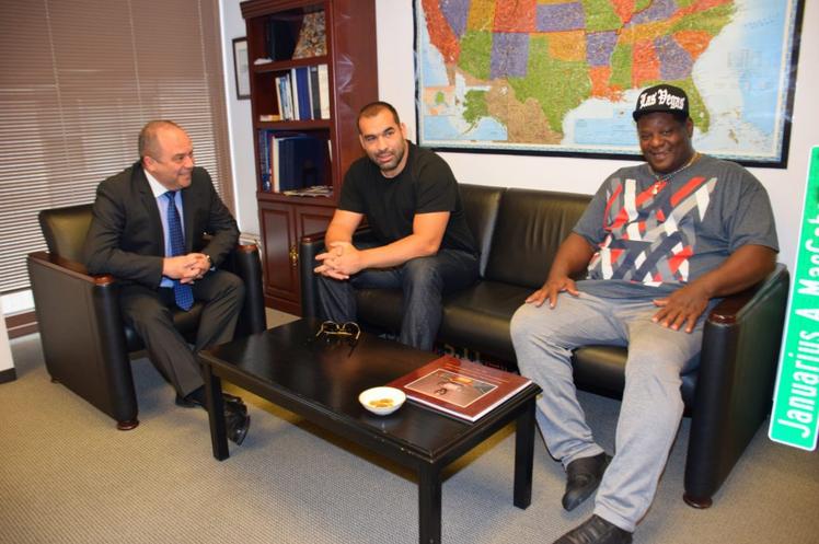 Генералният консул в Чикаго посрещна Багата и треньора му