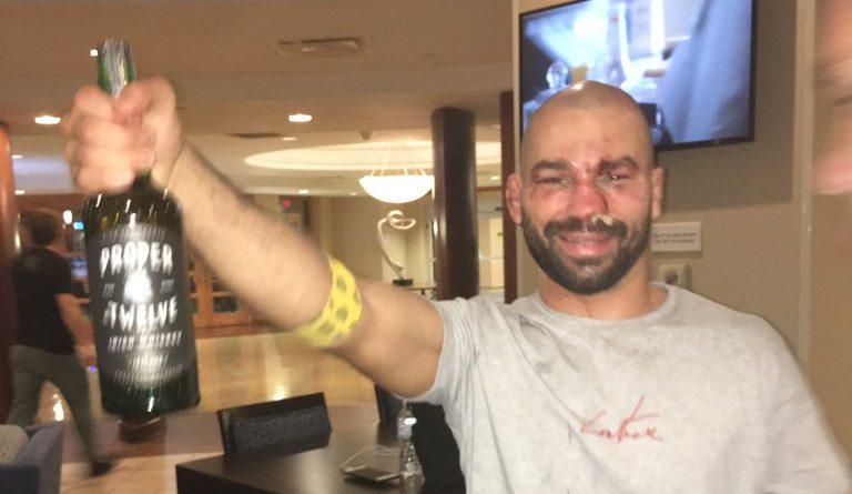 Лобов изкарвал повече отколкото звездите в UFC