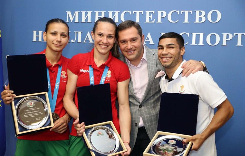 Наградиха с плакети медалистите в бокса от Европейските игри