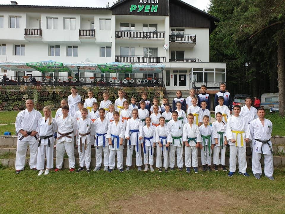 40 млади каратеки на лагер в Осоговската планина