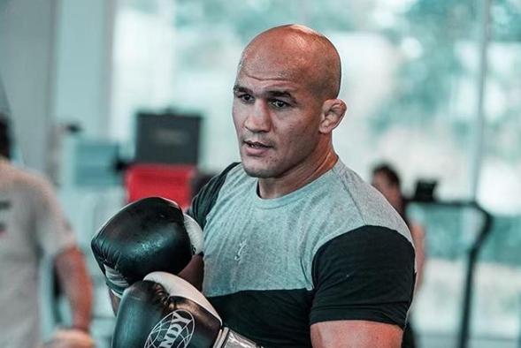 Дос Сантос: Ще се върна в борбата за титлата