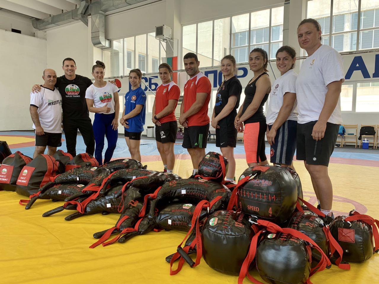 Нови уреди за женския национален отбор по борба