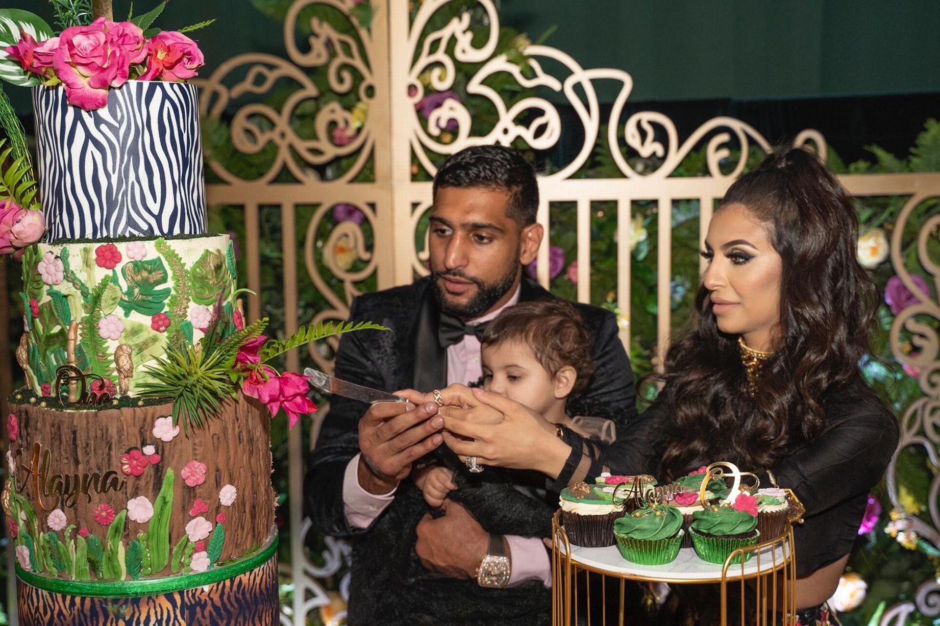 Амир Хан хвърли хиляди за рождения ден на дъщеря си