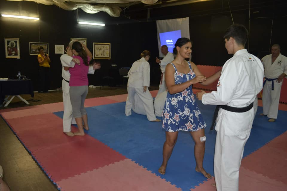 Учат бизнес дами в Бургас на самозащита