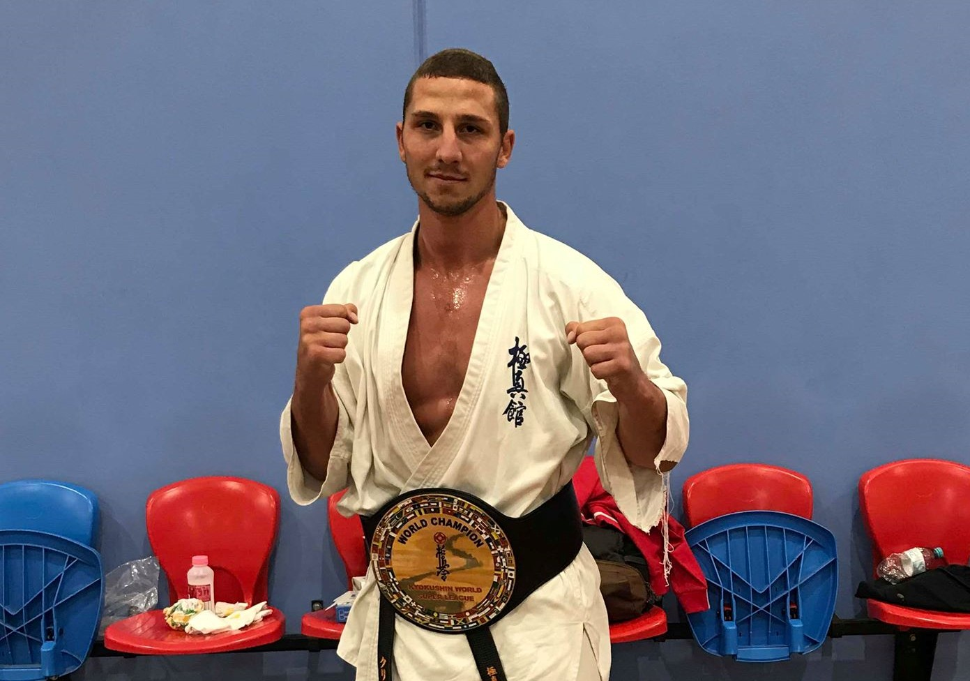 Кристиян Дойчев с шампионски пояс от Австралия