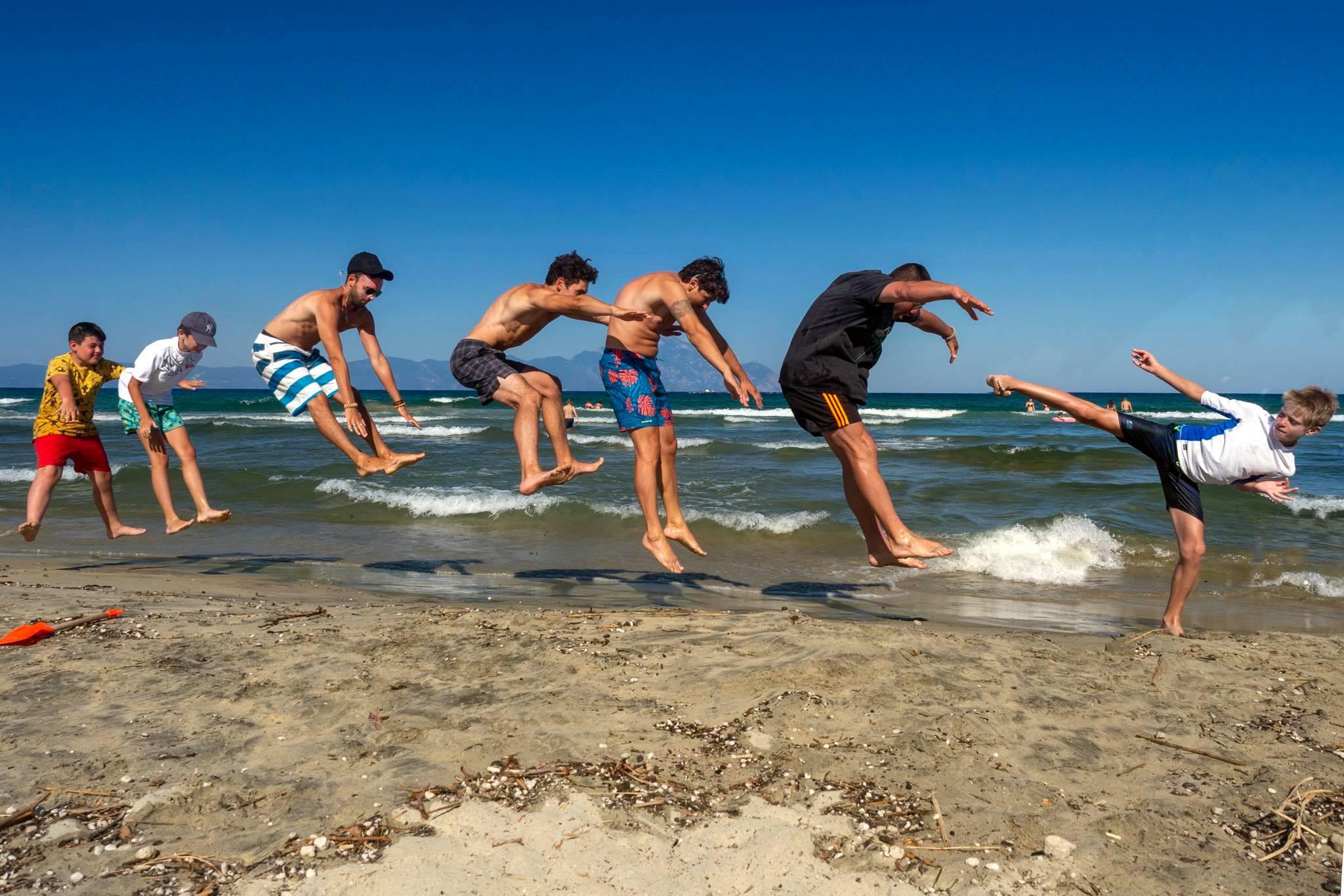"""""""Матрицата"""" или как каратеки си почиват на плажа (СНИМКА)"""
