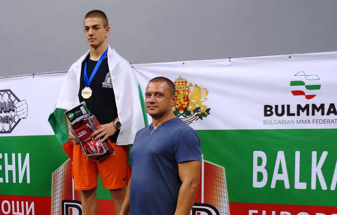 Виктор Иванов стана световен шампион по ММА за юноши (ВИДЕО)