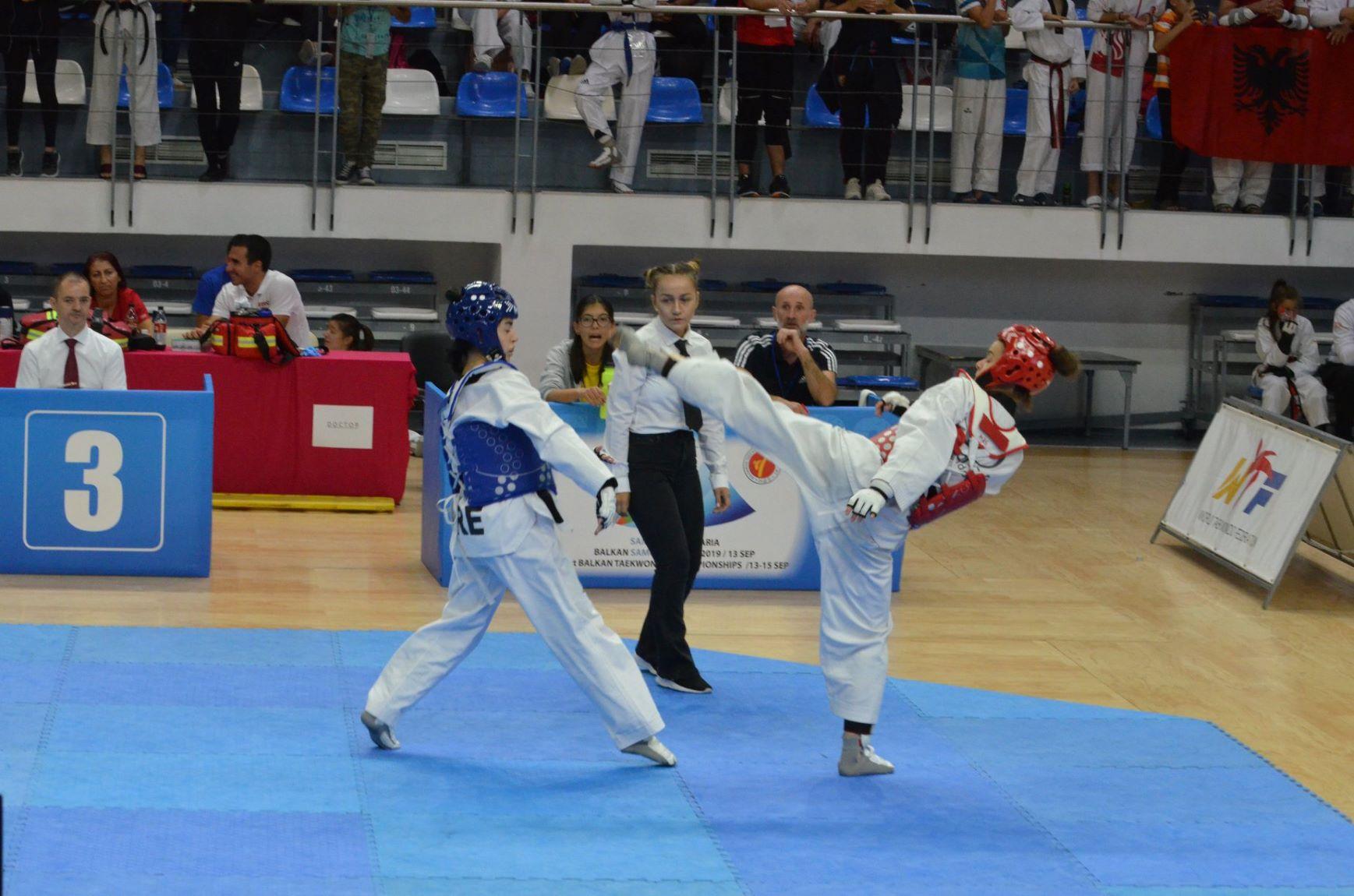 Федерацията по таекуондо търси националки от други бойни спортове