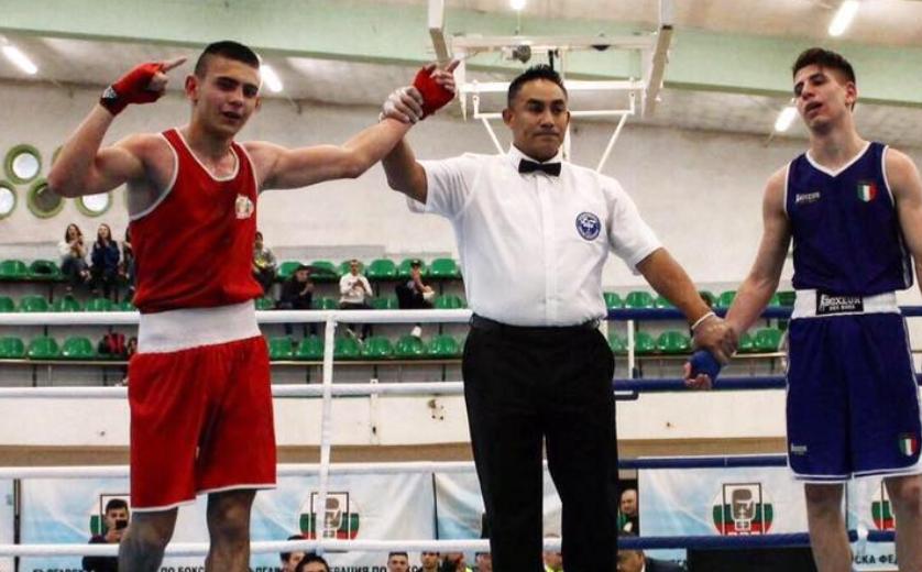 Още три финала за боксьорите ни на Европейското в София