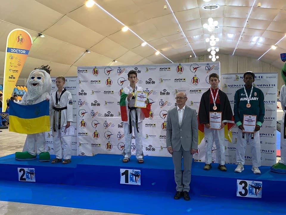 Подвиг! Българче спечели златен медал на Европейско със счупена ръка