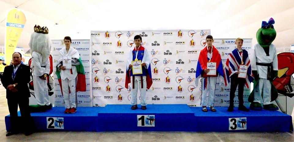 Деян Божков със сребро от Европейското по таекуондо (СНИМКИ)