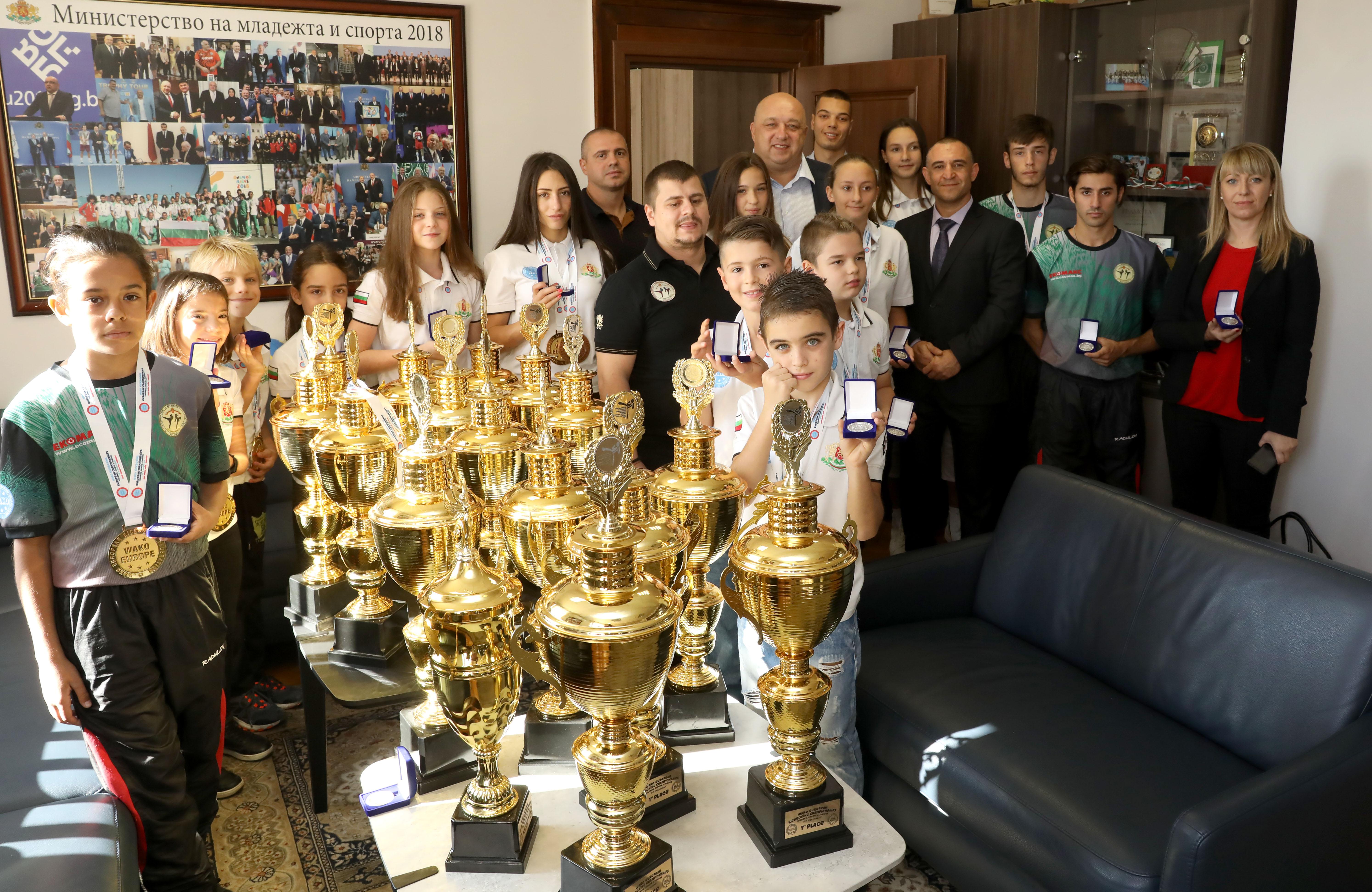 Красен Кралев награди медалистите ни от Европейското по кикбокс