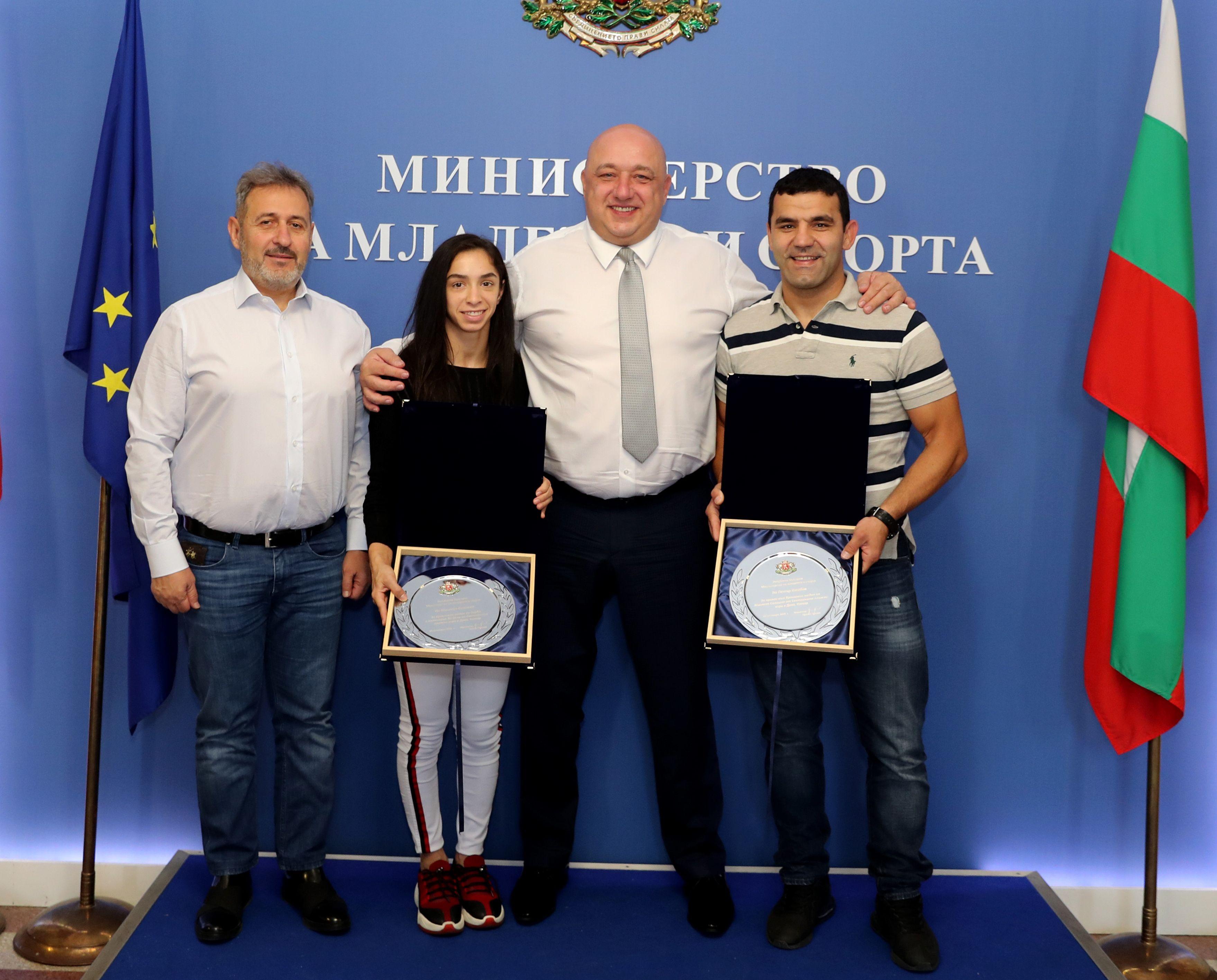 Красен Кралев награди Селишка и Петър Касабов
