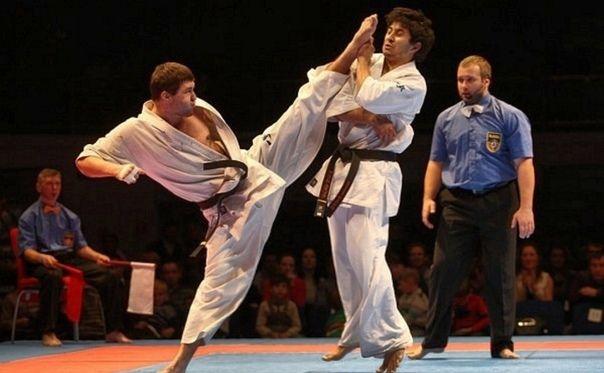 Мигранти направиха грешка да атакуват световен шампион по карате