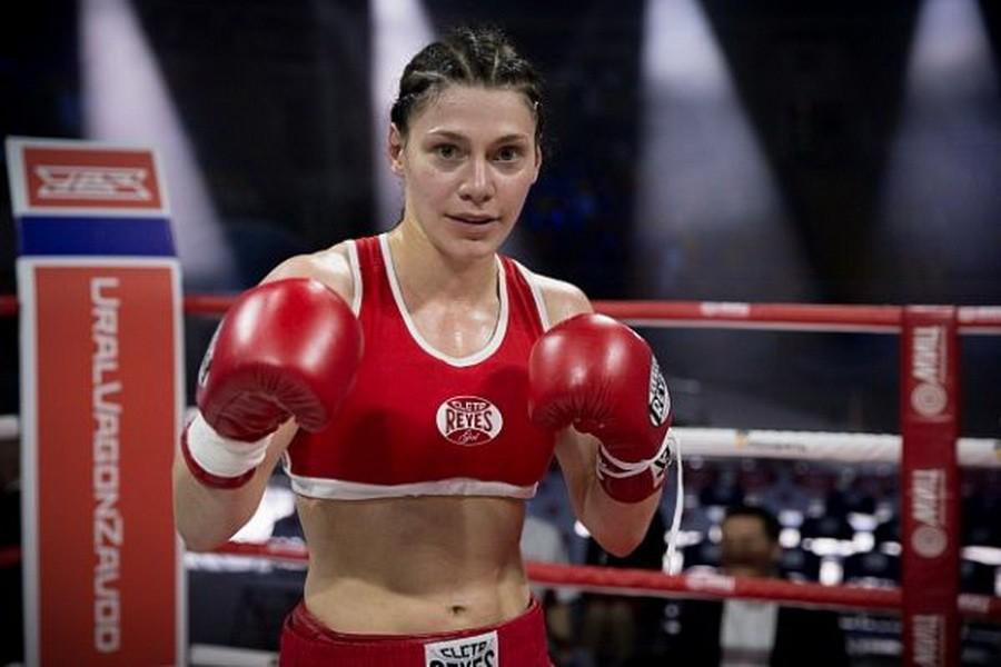 Атакуваха с нож двукратна световна шампионка по бокс