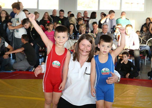 """СК """"Станка Златева"""" организира турнир по борба на открито"""