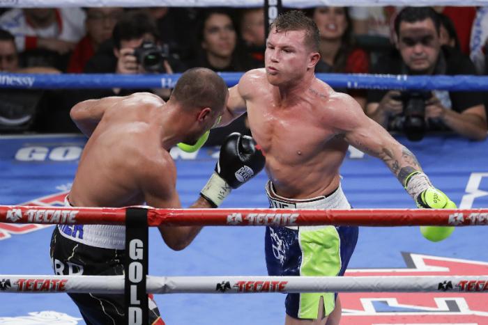 Канело залага колана на WBA срещу Сондърс
