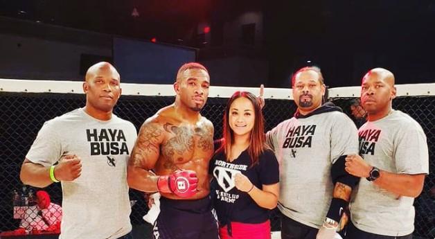 Боец на UFC и Белатор окачи ръкавиците