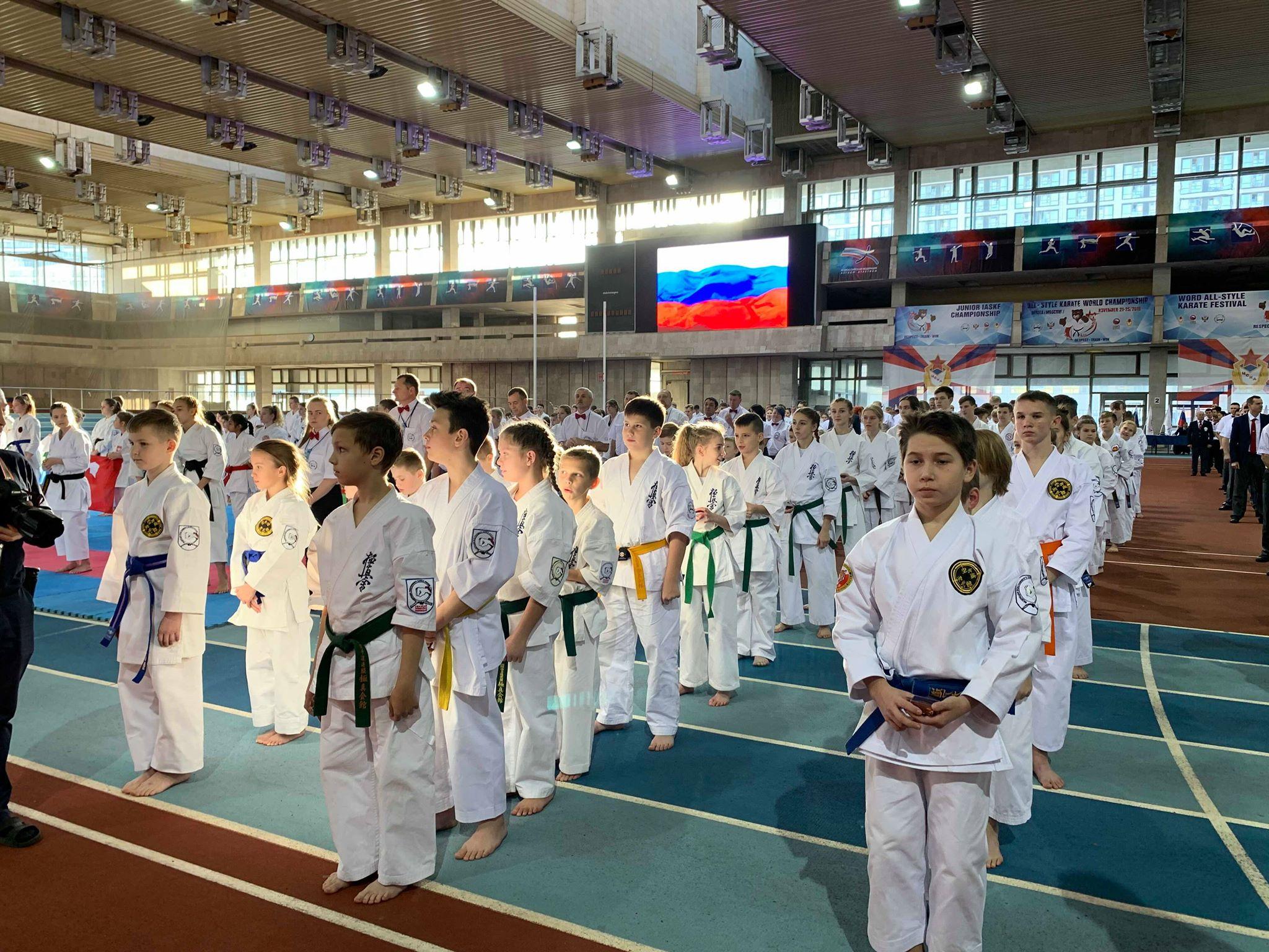 Пълна зала аплодира каратисти от всички стилове в Москва (ВИДЕО)