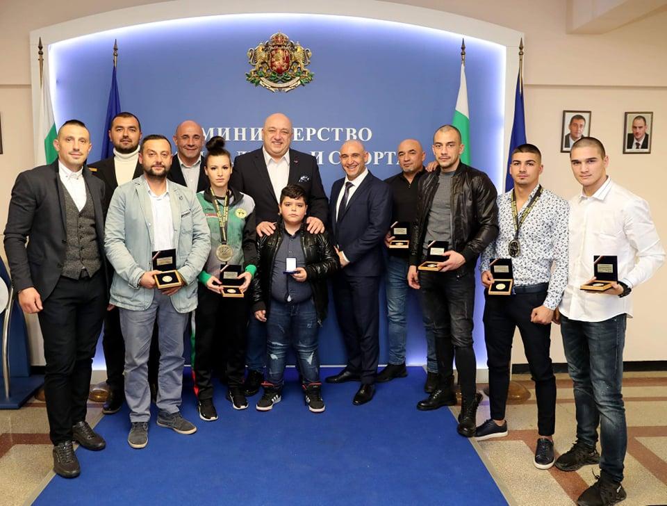 Наградиха медалистите от Световното по кикбокс