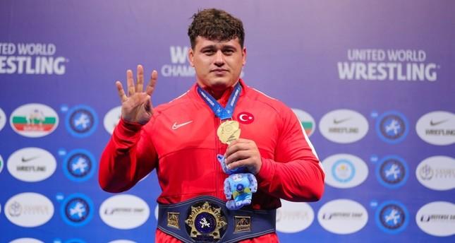 Световен шампион по борба честити национални празници на Турция