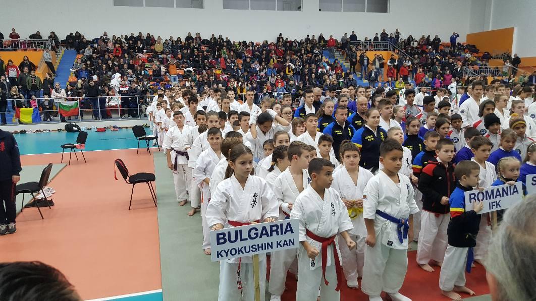 Баща и син станаха балкански шампиони по киокушин