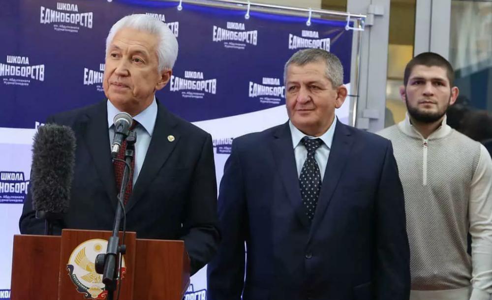 Нурмагомедов показа новата зала на баща си (ВИДЕО)