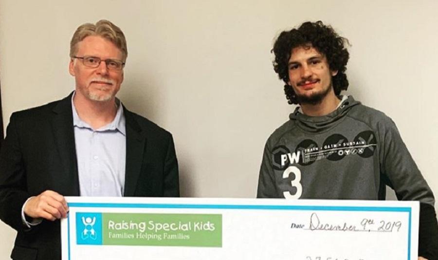 Боец спечели крупна сума от гейминг състезание и я дари на деца в нужда