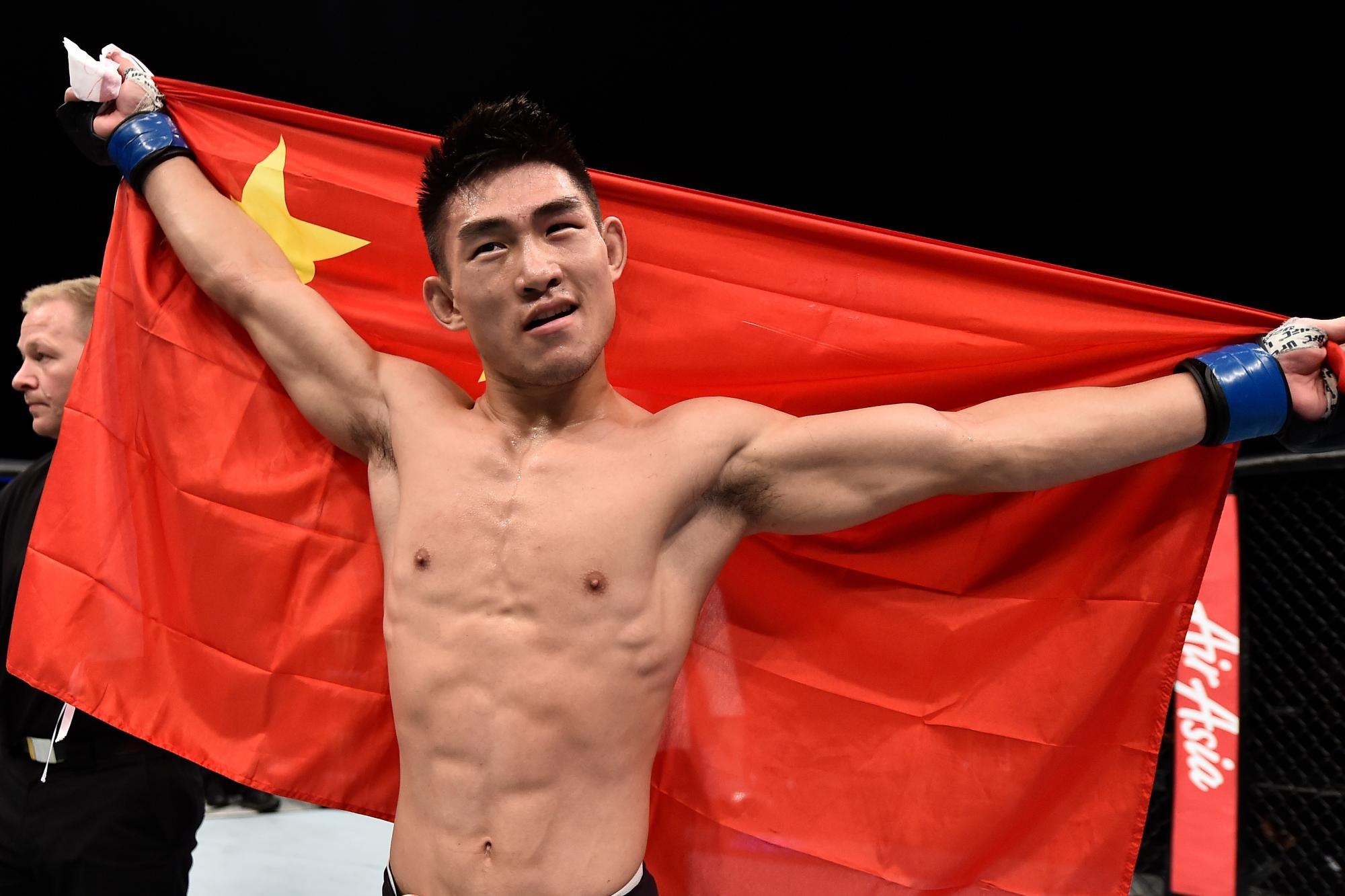Китайски боец се цели в рекорд на Джон Джоунс