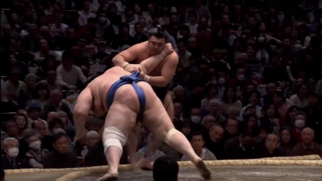 Аоияма допусна първа загуба в Токио (ВИДЕО )