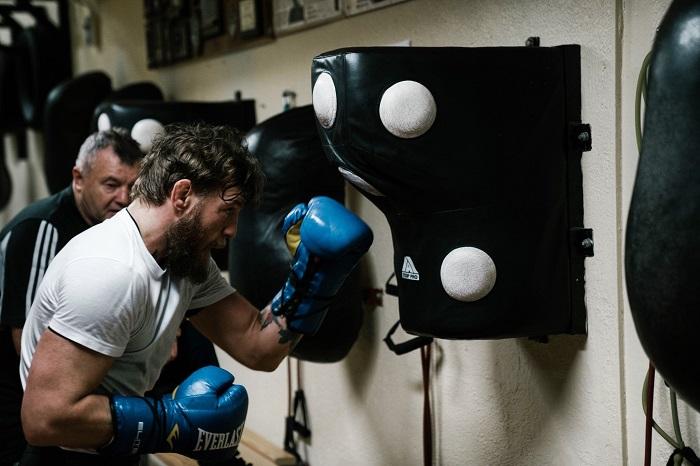 Конър привика стария си боксов треньор за битката със Серони