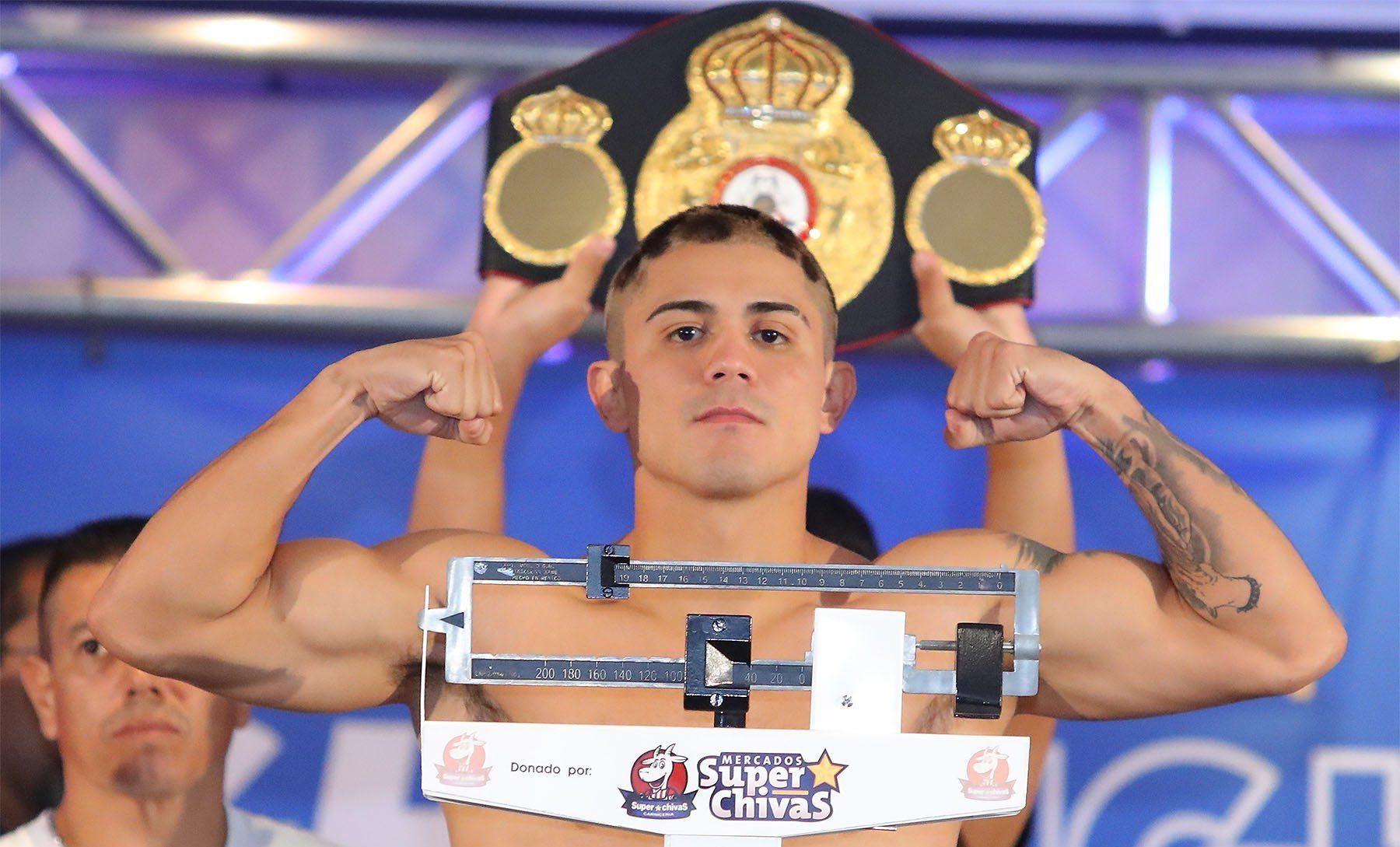 Боксьор получи огромна аркада след удар с глава (СНИМКИ 18+)