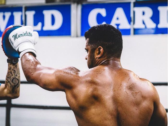 Как боксът възроди кариерата на американски футболист от НФЛ