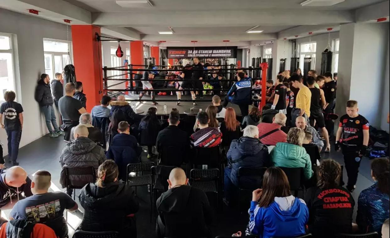 Кикбокьсори от цяла Южна България изиграха 90 спаринг срещи
