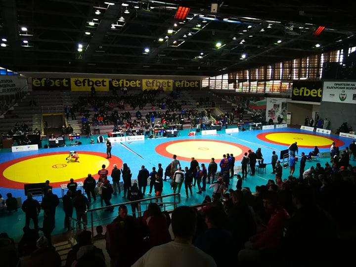 Умарпашаев срещу Киров във финала на шампионата по борба